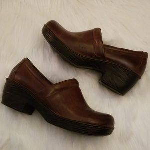 Brown BOC clogs